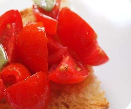 tomatoes bruschetta